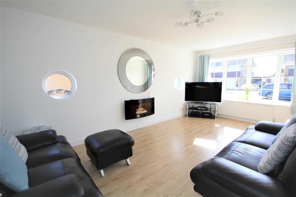 2 Bedrooms Detached Bungalow for sale in Hunterswood Way, Dunnington, York YO19 5RA
