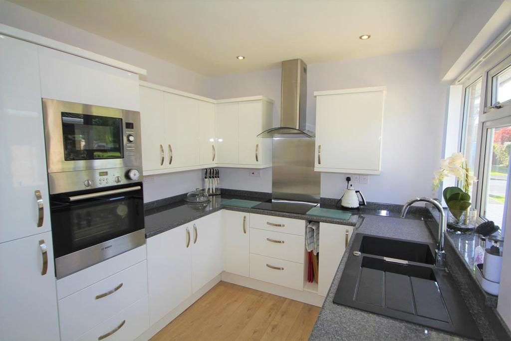 2 Bedrooms Detached Bungalow for sale in Hunterswood Way, Dunnington, York, YO19