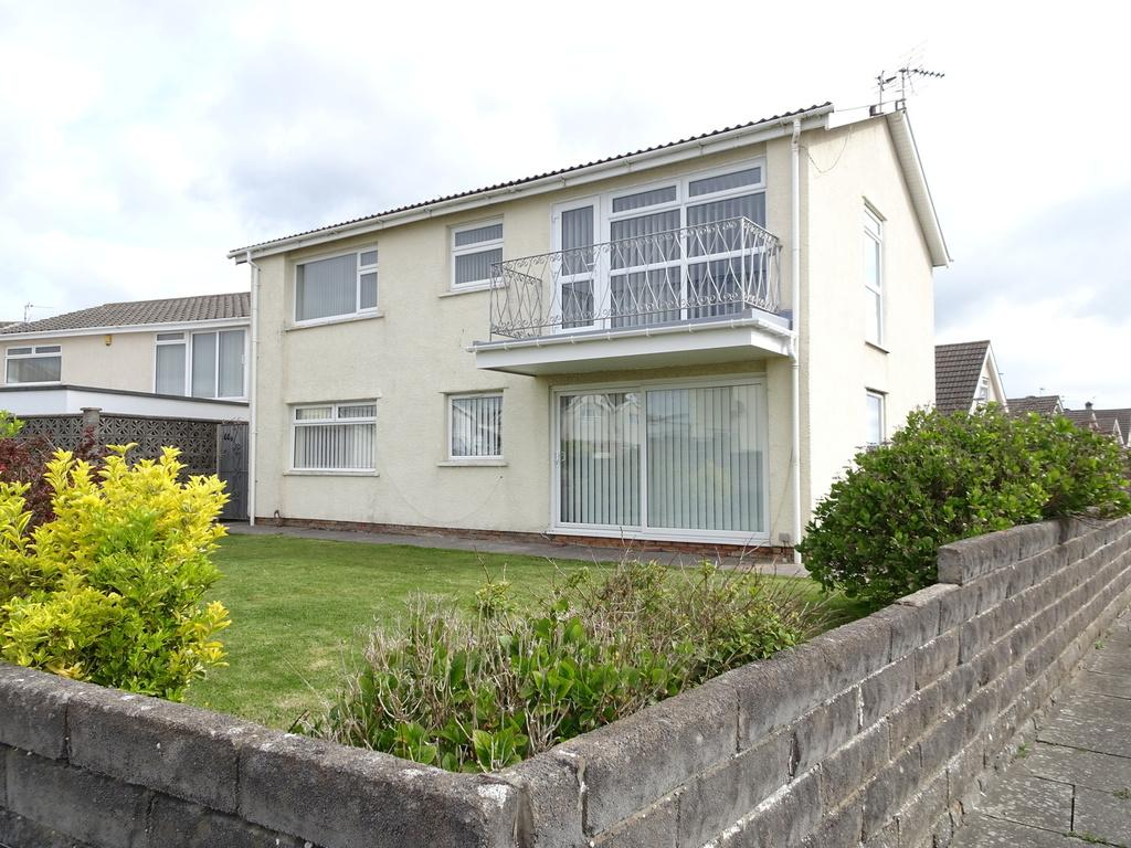 2 Bedrooms Ground Flat for sale in REST BAY CLOSE, REST BAY, PORTHCAWL, CF36 3UN
