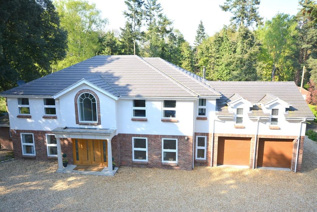 5 Bedrooms Detached House for sale in Woodland Walk, Ferndown