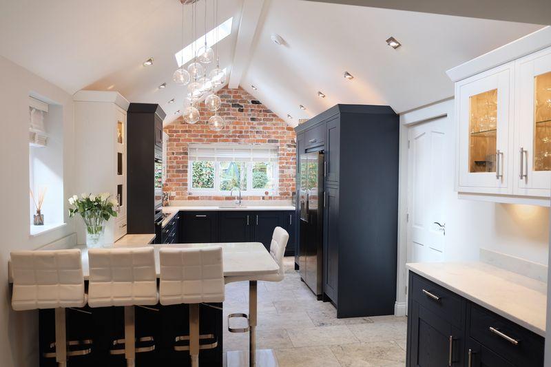 4 Bedrooms Detached House for sale in Baldwyns Park, Bexley