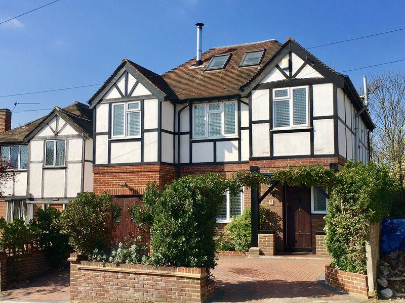 5 Bedrooms Detached House for sale in Arcadian Close, Bexley