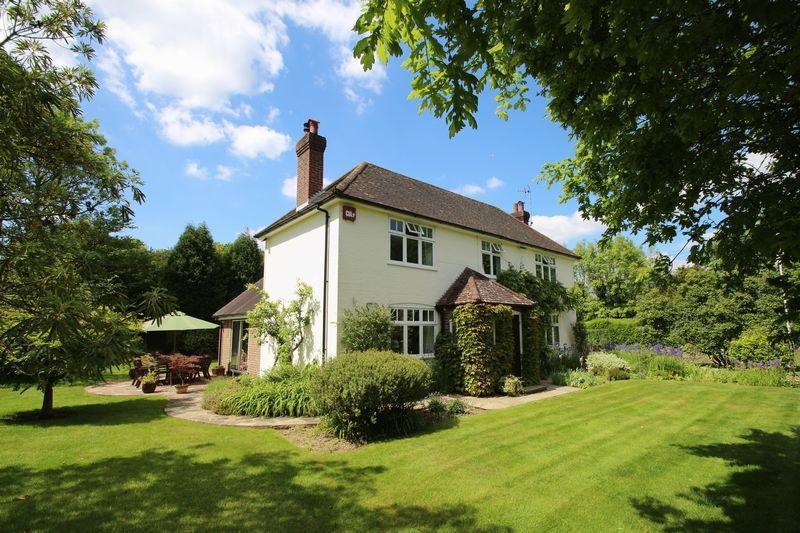 5 Bedrooms Detached House for sale in Walliswood, Dorking