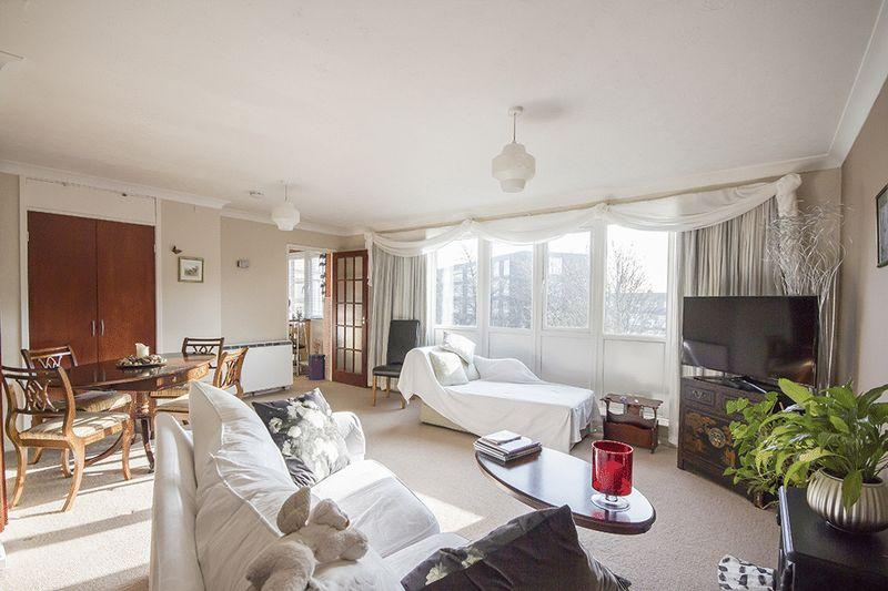 3 Bedrooms Flat for sale in Haydon Close, Newcastle Upon Tyne