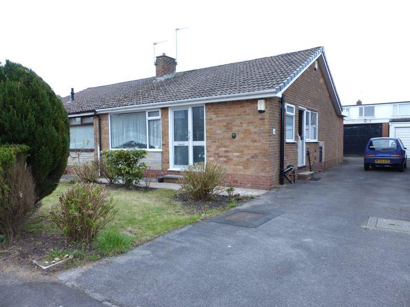 2 Bedrooms Bungalow for sale in Sherwood Way, High Crompton, Shaw