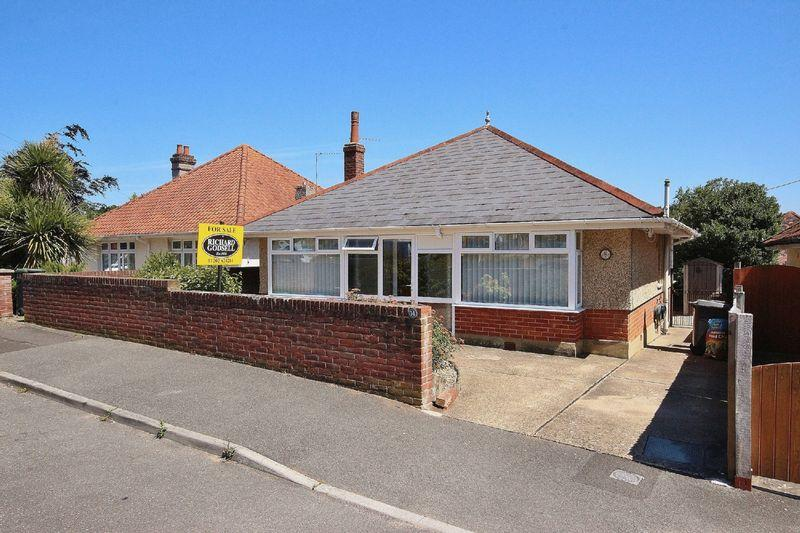 2 Bedrooms Bungalow for sale in Lascelles Road, Boscombe East, Bournemouth