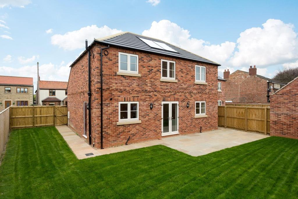 4 Bedrooms Detached House for sale in Haddlesey Court, West Haddlesey, Selby