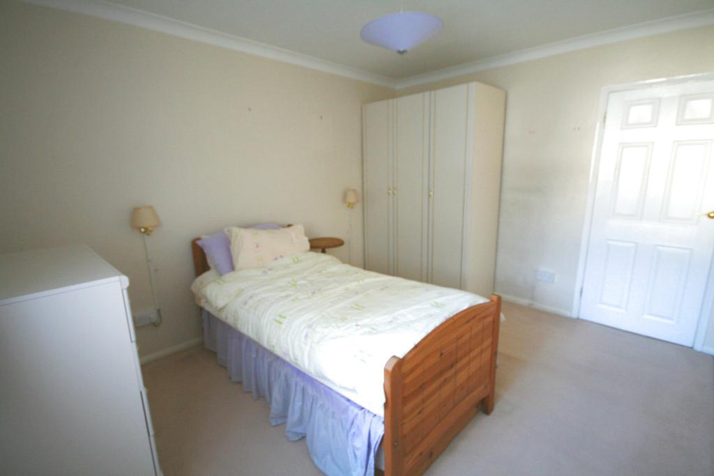 Southdown road southwick bn42 2 bed flat 1 000 pcm for Southwick storage