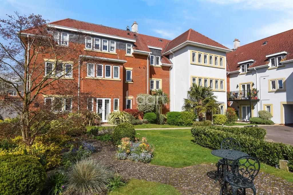 2 Bedrooms Flat for sale in Camborne Road, Sutton, SM1