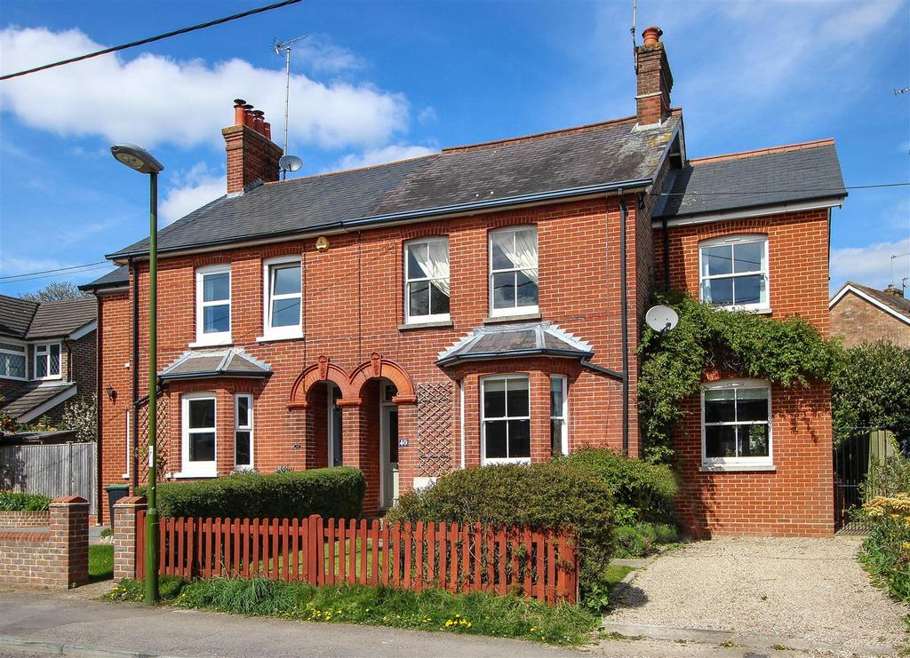 4 Bedrooms Semi Detached House for sale in Sunte Avenue, Lindfield