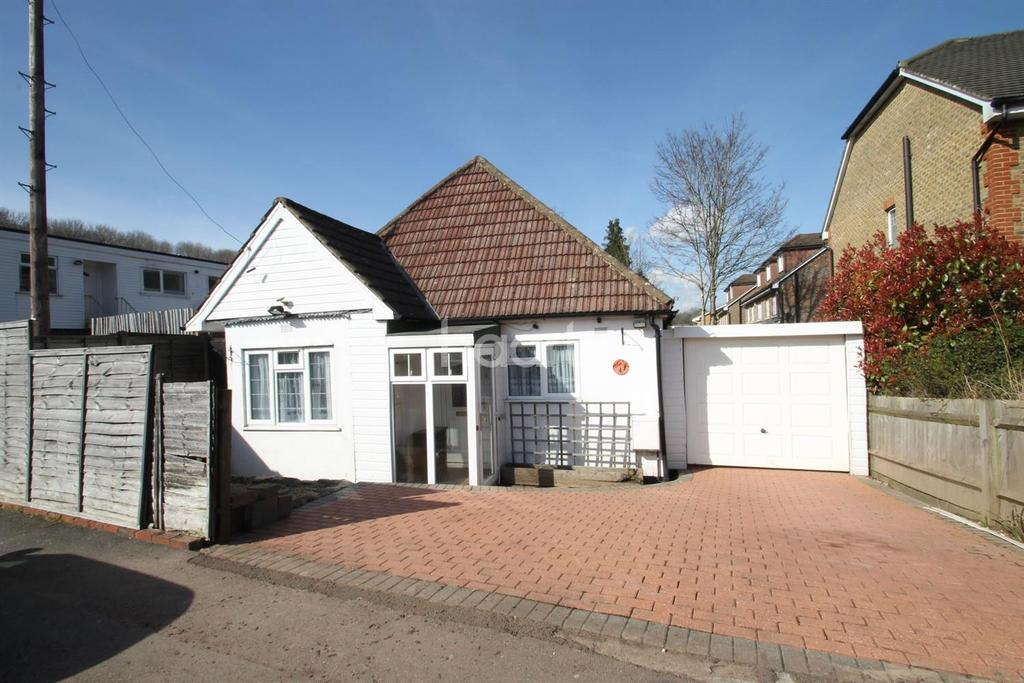 2 Bedrooms Detached House for sale in Rosehill Road, Biggin Hill
