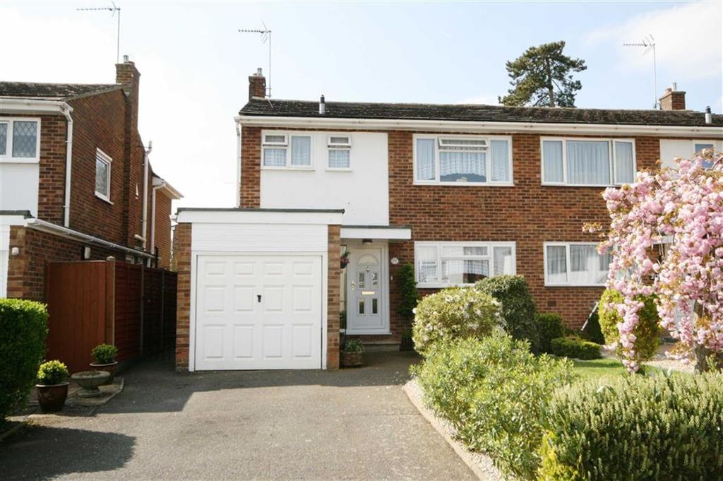 3 Bedrooms Semi Detached House for sale in Monks Walk, Buntingford