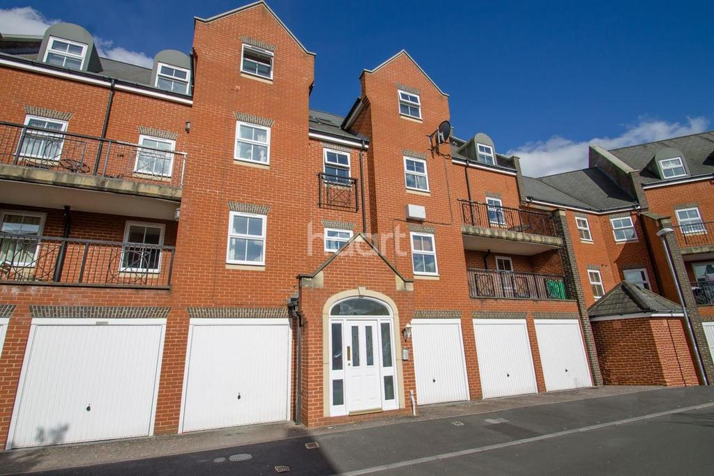 2 Bedrooms Flat for sale in Lynmouth Road, Swindon, Wiltshire