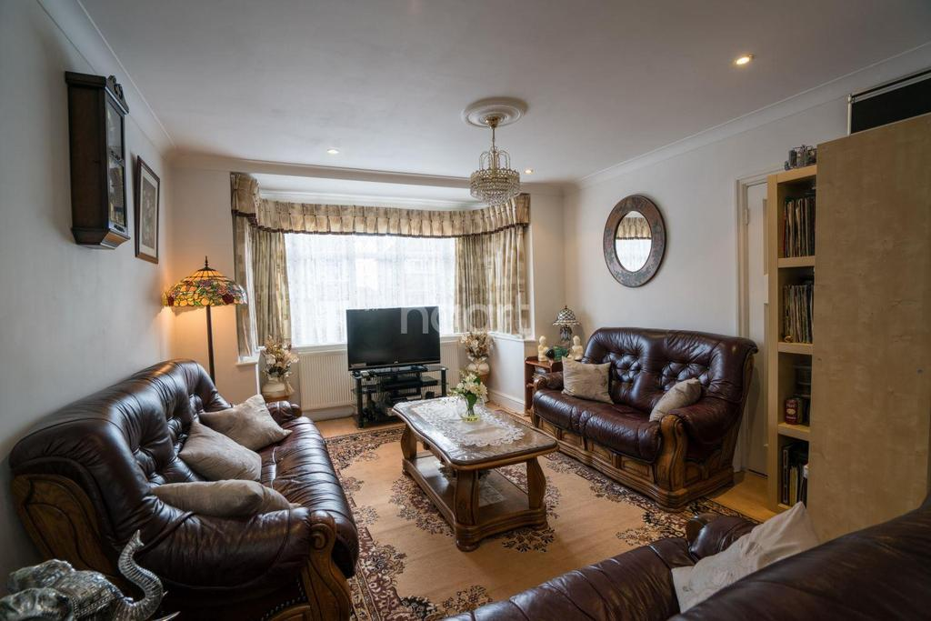 4 Bedrooms Semi Detached House for sale in Ambleside Gardens, Preston Road