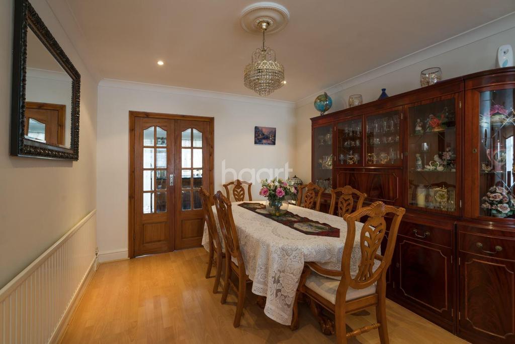 4 Bedrooms Semi Detached House for sale in Ambleside Gardens, Preston Road