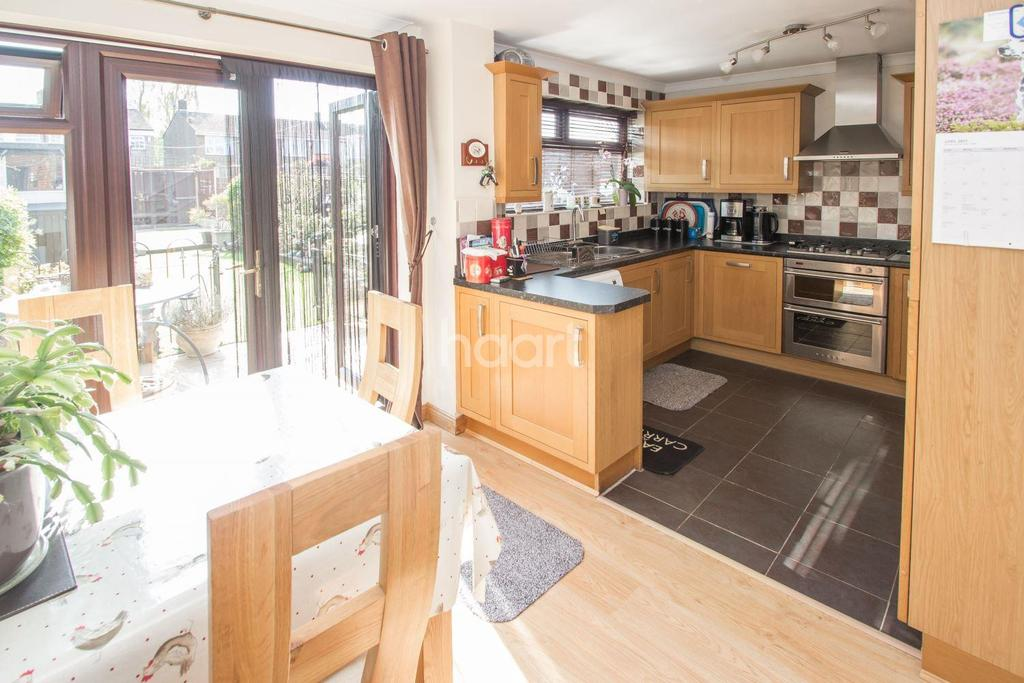 3 Bedrooms Terraced House for sale in Peregrine Walk, Hornchurch