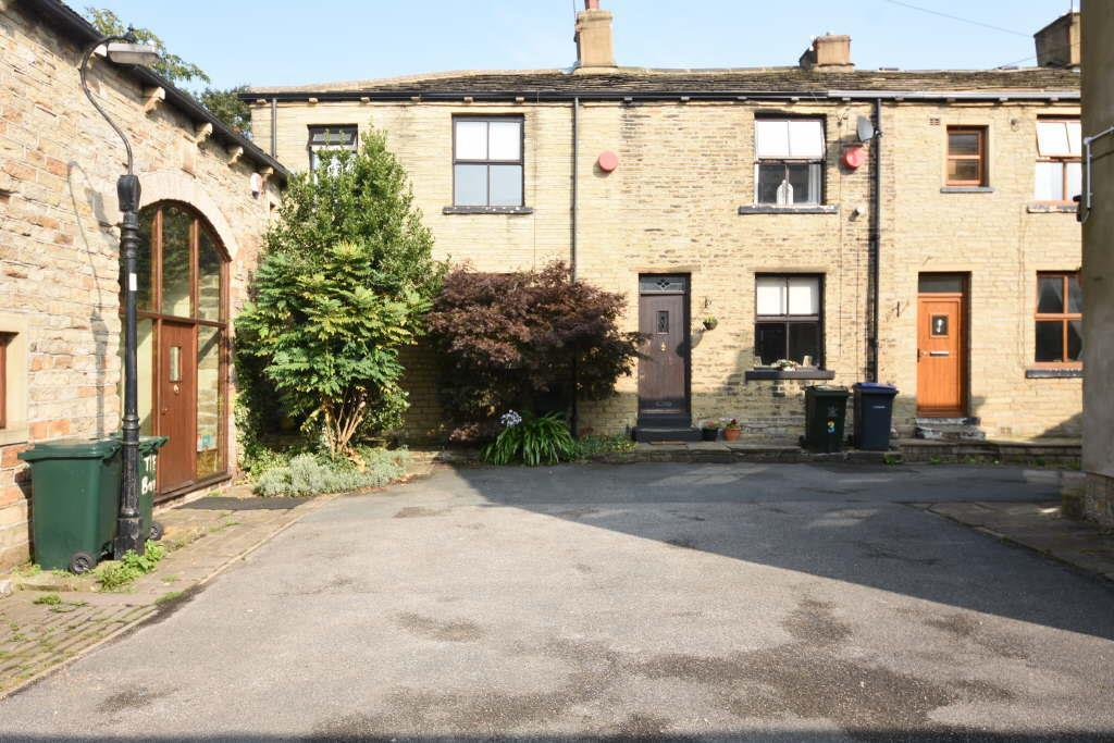 2 Bedrooms Terraced House for sale in Simon Fold, Wyke, Bradford