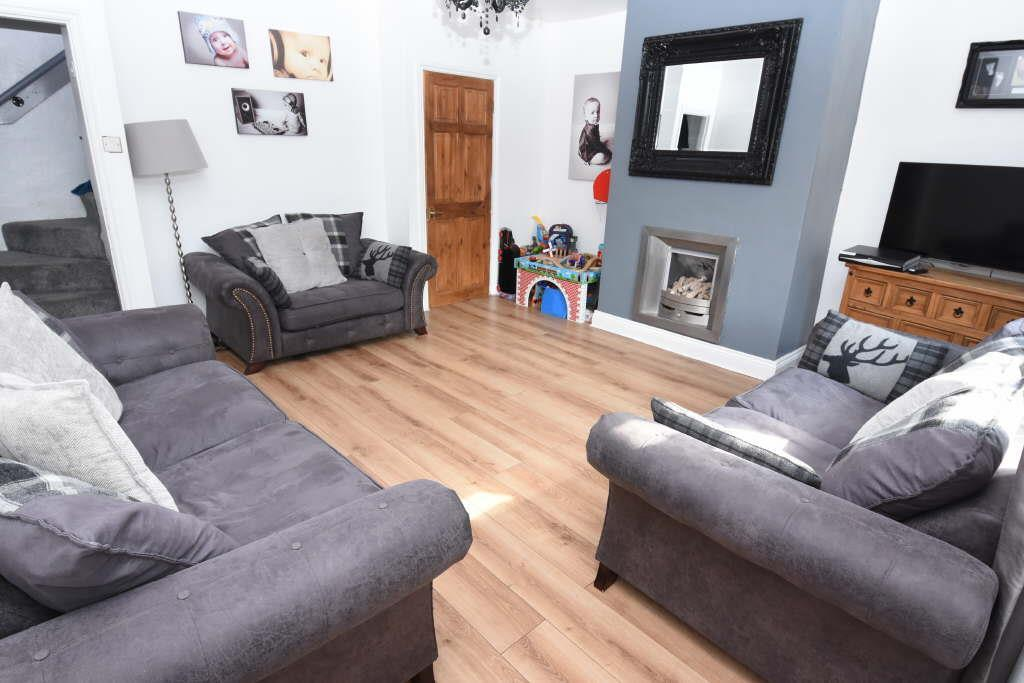 2 Bedrooms Terraced House for sale in Simon Fold, Wyke, Bradford