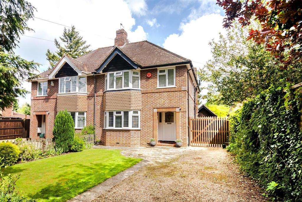 3 Bedrooms Semi Detached House for sale in Burlington Crescent, Headington