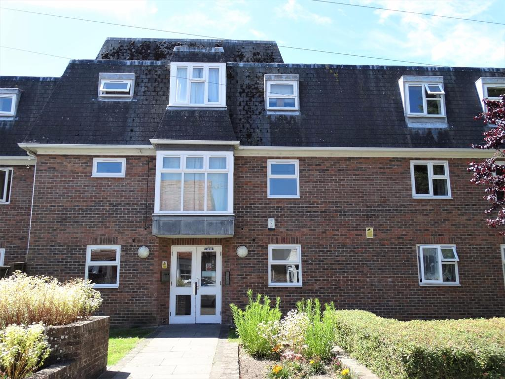 2 Bedrooms Flat for sale in Richmond Avenue, Bognor Regis