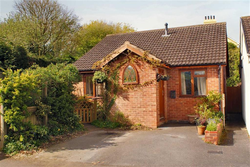 2 Bedrooms Bungalow for sale in Millers Way, Honiton, Devon, EX14