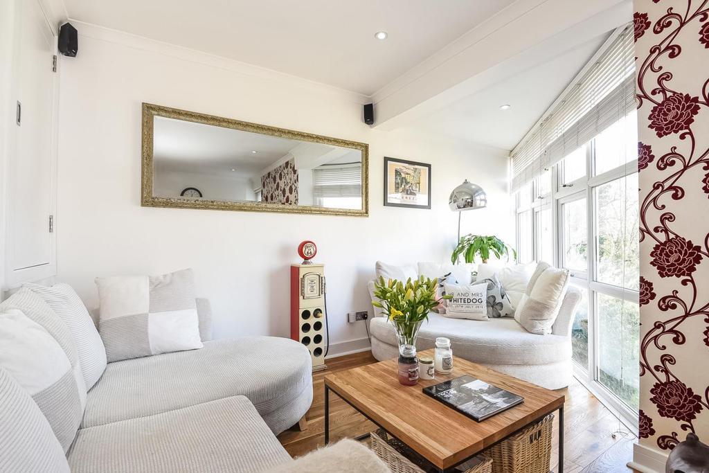 3 Bedrooms Flat for sale in Bryan Road, Surrey Quays