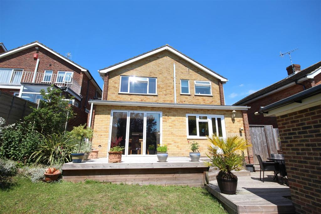 3 Bedrooms Detached House for sale in Windmill Drive, Westdene, Brighton