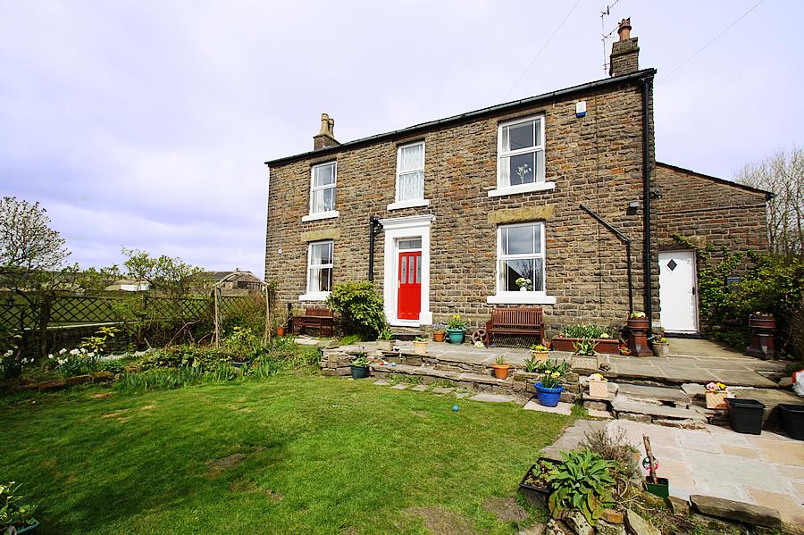 5 Bedrooms Detached House for sale in Ripponden Road, Denshaw OL3