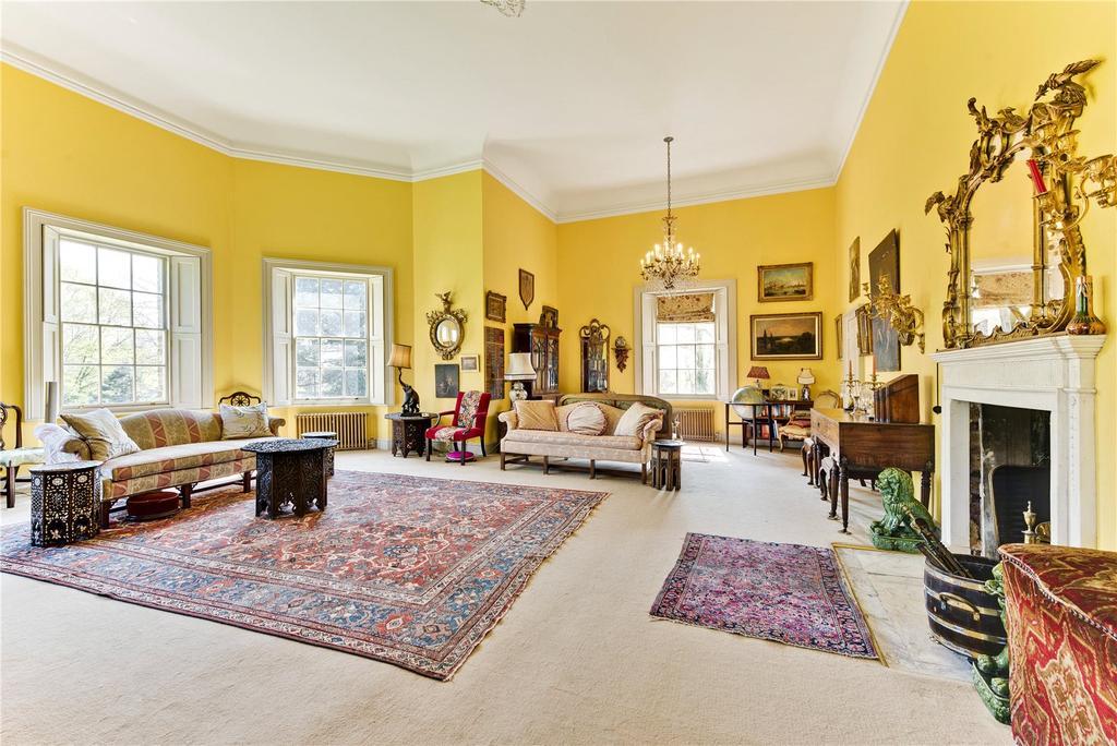 2 Bedrooms Flat for sale in Garricks Villa, Hampton Court Road, Hampton, Middlesex, TW12