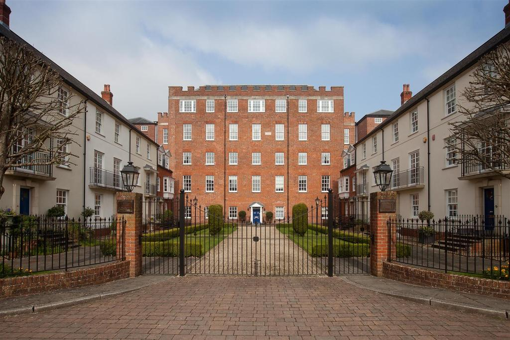2 Bedrooms Flat for sale in Crane Bridge Road, Salisbury
