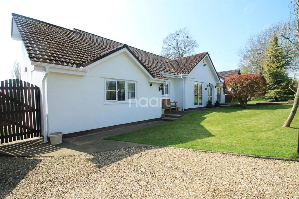 5 Bedrooms Bungalow for sale in Lodge Hill, Llanwern village, Newport