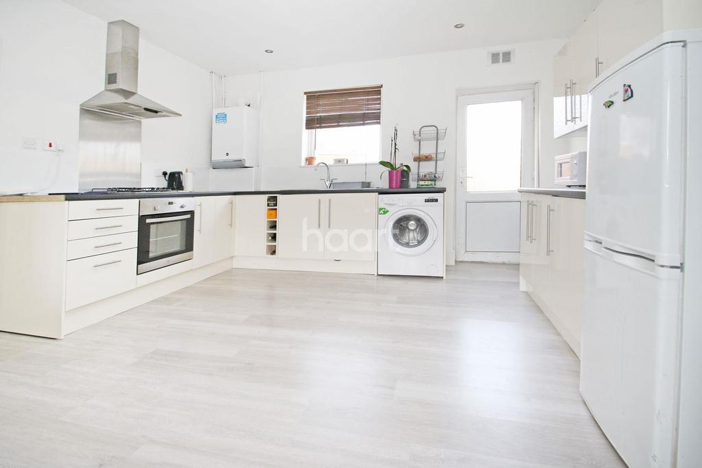 1 Bedroom Bungalow for sale in Willingale Road , Loughton, IG10