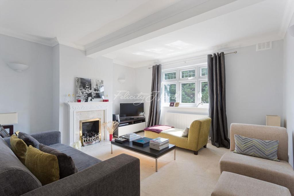2 Bedrooms Flat for sale in Mottingham Village, SE9
