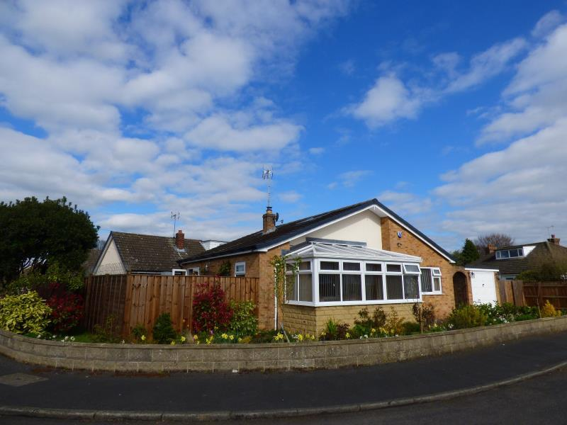 2 Bedrooms Detached Bungalow for sale in RED BANK ROAD, RIPON, HG4 2LE