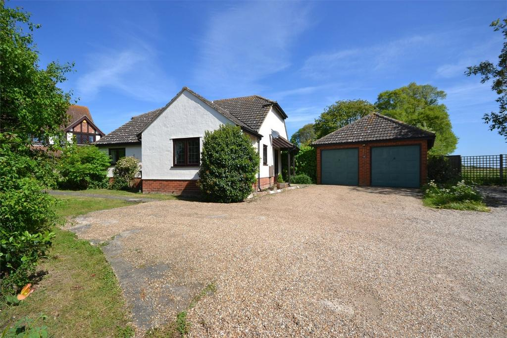 3 Bedrooms Detached Bungalow for sale in Hawthorn Road, Hatfield Peverel, Chelmsford, Essex