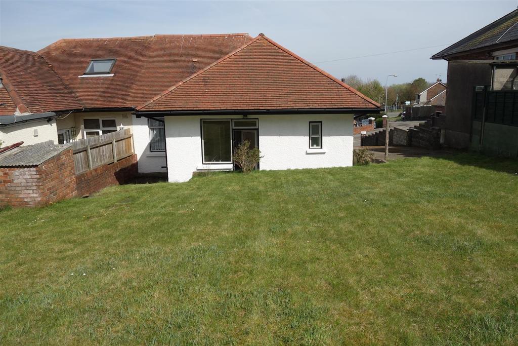3 Bedrooms Semi Detached Bungalow for sale in Penlan Road, Llandough