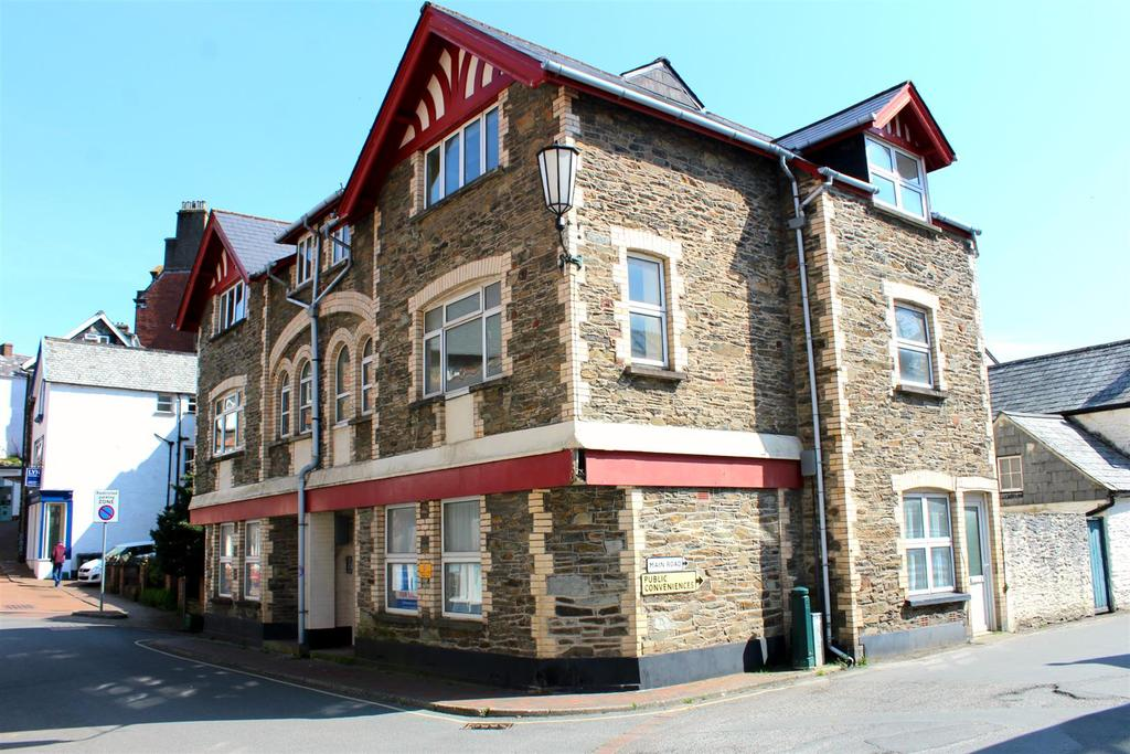 2 Bedrooms Flat for sale in Lynton