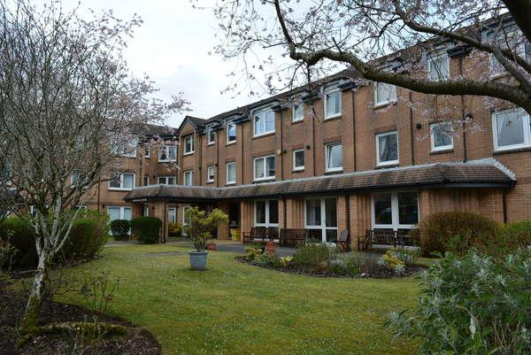 1 Bedroom Retirement Property for sale in Flat 32, Homeshaw House, Broomhill Gardens, Newton Mearns, Glasgow, G77 5HP