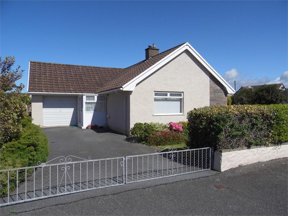 3 Bedrooms Detached Bungalow for sale in Haulfryn, 23 Clos-y-Bigney, Fishguard, Pembrokeshire