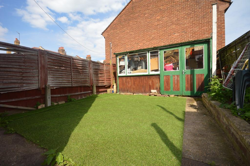 3 Bedrooms Terraced House for sale in Laleham Road Catford SE6