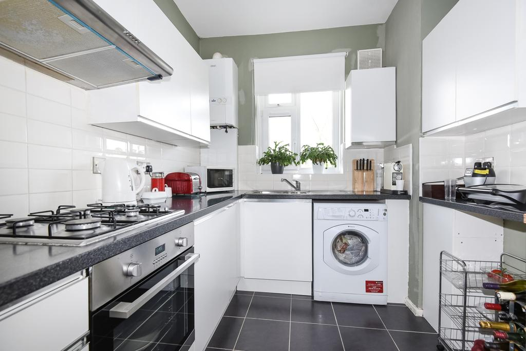 3 Bedrooms Flat for sale in Perry Vale Forest Hill SE23
