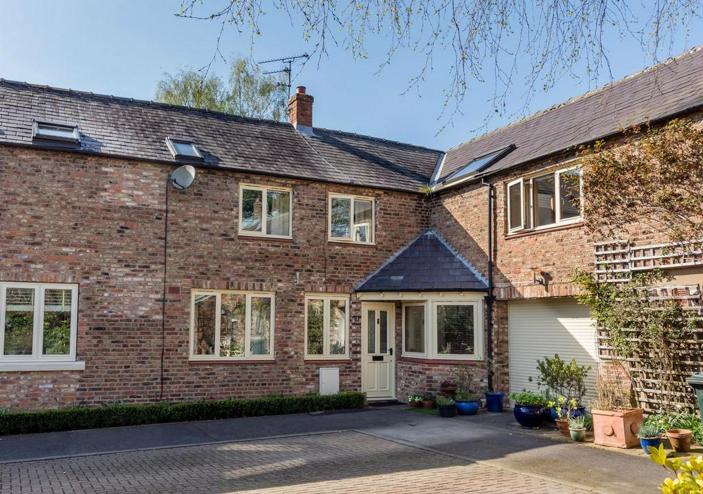 3 Bedrooms Terraced House for sale in Sand Hutton Court, Sand Hutton, YORK