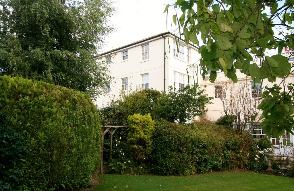 2 Bedrooms Apartment Flat for sale in Grams Road, Walmer