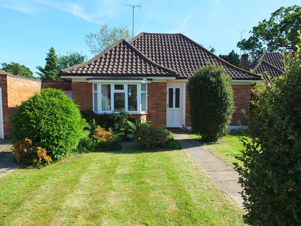 3 Bedrooms Bungalow for sale in Oakfield Close, Lindfield, RH16