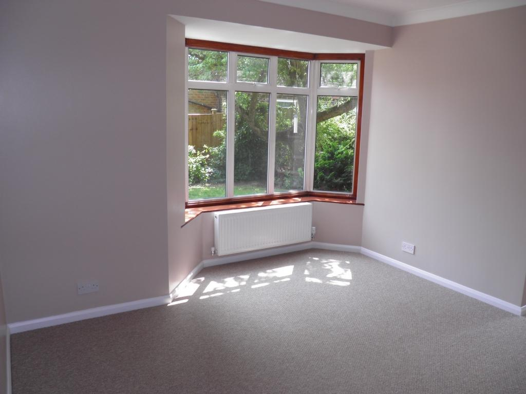Room To Rent In Theydon Bois