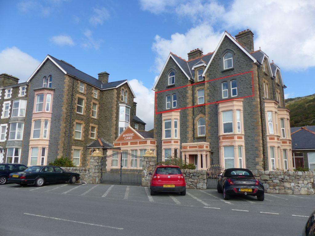 2 Bedrooms Apartment Flat for sale in Marine Parade, Barmouth, LL42