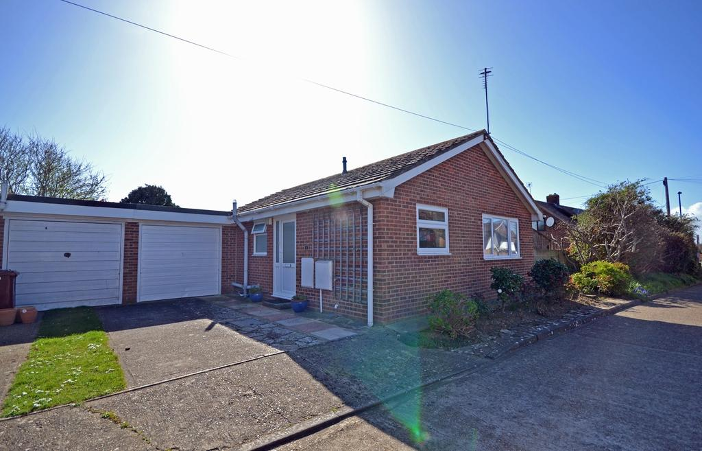 2 Bedrooms Detached Bungalow for sale in Brampton Close, Selsey, PO20