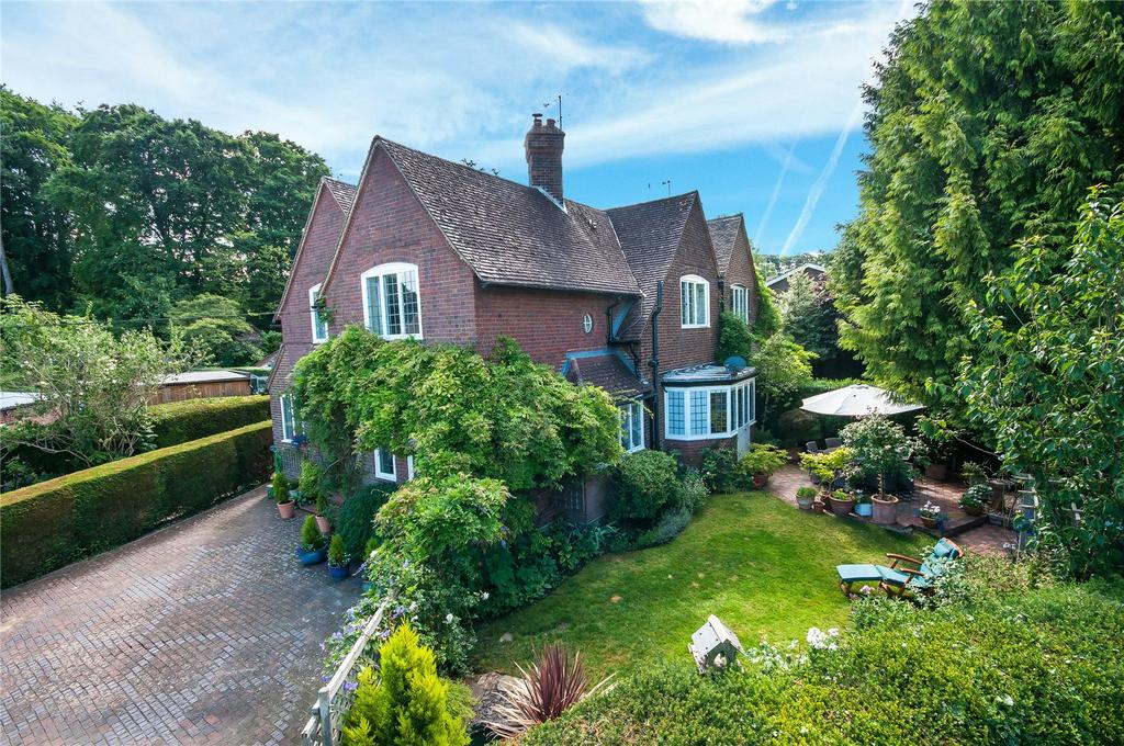 3 Bedrooms Semi Detached House for sale in St. Nicholas Hill, Leatherhead, Surrey, KT22