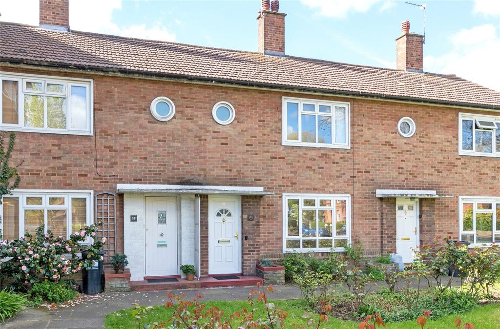 2 Bedrooms Terraced House for sale in Chesterfield Road, Chiswick, London