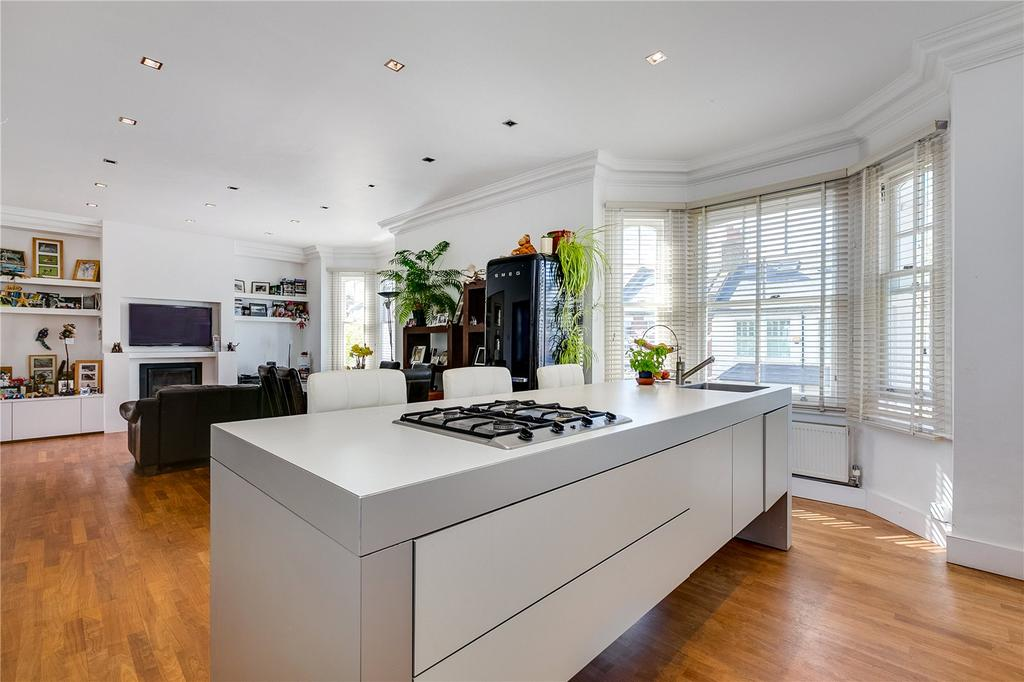 3 Bedrooms Flat for sale in Cleveland Gardens, Barnes, London